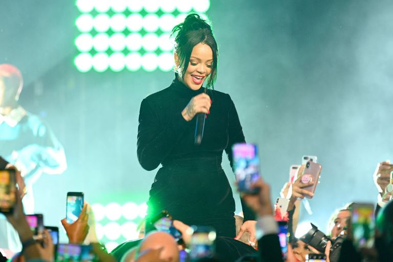 Rihanna is pregnant