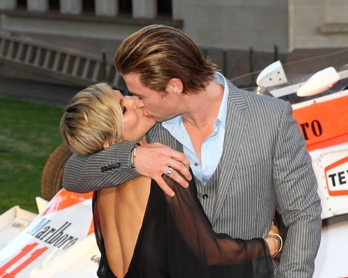 Chris Hemsworth with his wife